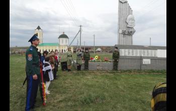 Митинг и молебен у памятника.