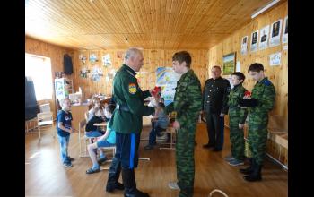 Вручение временных удостоверений юным казакам