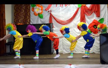Клоуны на сцене!