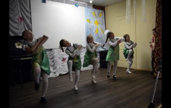 Яркий танец
